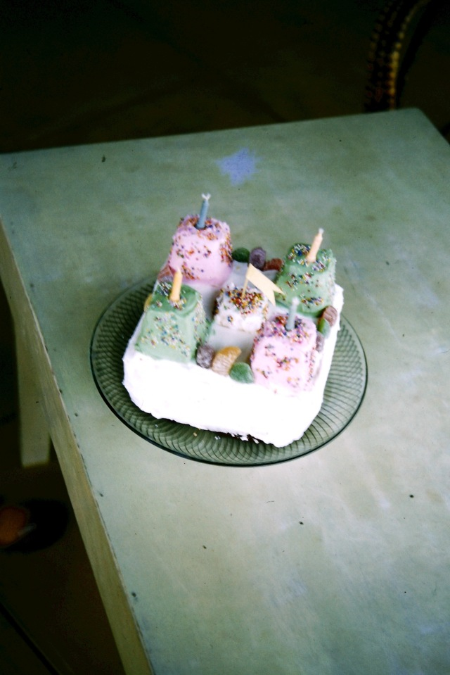 1960.2 birthdaycake
